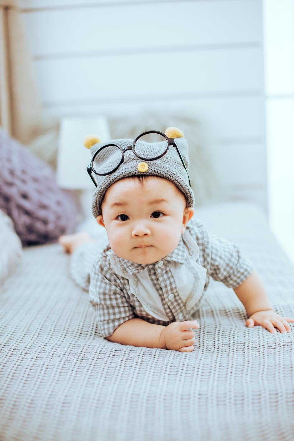 Illustration bébé avec lunettes